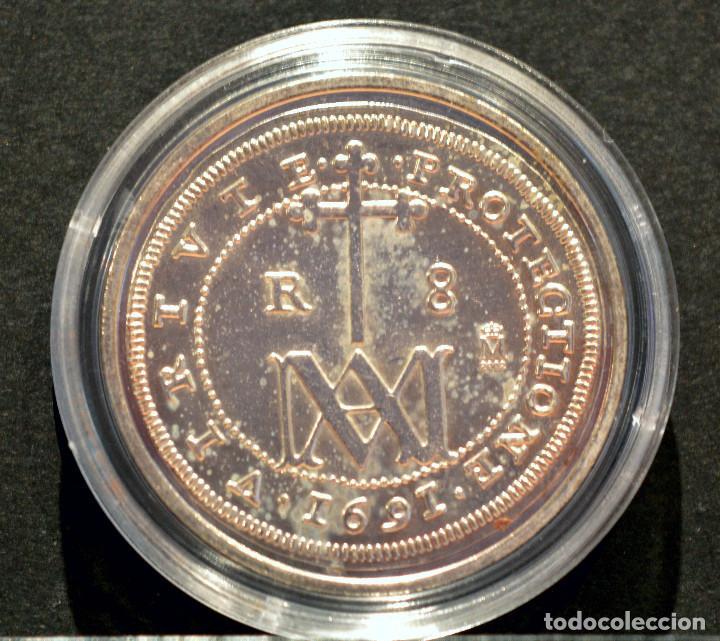 REPRODUCCIÓN FNMT MONEDA PLATA 8 REALES 1691 TIPO MARIA CARLOS II ESPAÑA METAL BAÑO DE PLATA PURA (Numismática - Reproducciones)