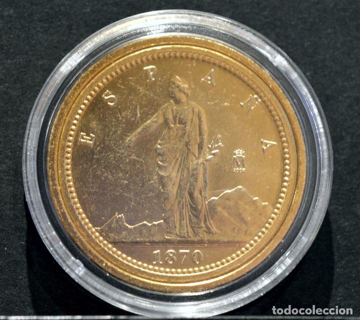 Reproducciones billetes y monedas: BONITA REPRODUCCIÓN MONEDA DE ORO ESPAÑA 100 PESETAS 1870 METAL CON BAÑO DE ORO PURO - Foto 2 - 76843751