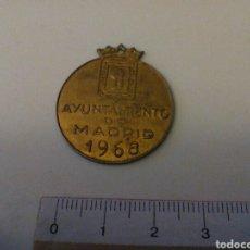 Reproducciones billetes y monedas: PLACA ANTIGUA PERRO AYUNTAMIENTO DE MADRID 1968. Lote 187442090