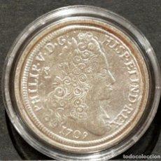 Reproducciones billetes y monedas: REPRODUCCIÓN MONEDA PLATA 8 REALES 1709 MADRID FELIPE V ESPAÑA METAL CON BAÑO DE PLATA PURA. Lote 188527106