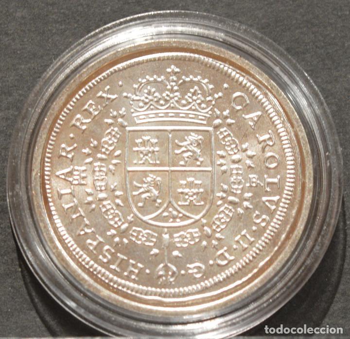 Reproducciones billetes y monedas: REPRODUCCIÓN MONEDA PLATA 8 REALES 1691 SEGOVIA CARLOS II ESPAÑA METAL CON BAÑO DE PLATA PURA - Foto 3 - 188527141