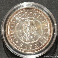 Reproducciones billetes y monedas: REPRODUCCIÓN MONEDA PLATA 8 REALES 1663 MADRID FELIPE IV METAL CON BAÑO DE PLATA PURA. Lote 189133007