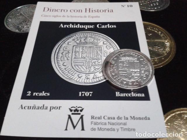 Reproducciones billetes y monedas: MONEDA ARCHIDUQUE CARLOS 2 REALES 1707 BARCELONA BAÑO DE PLATA PURA A 28 mm CON CERTIFICADO FNMT - Foto 3 - 189591315