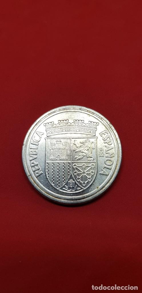 Reproducciones billetes y monedas: REPRODUCCIÓN FNMT. 10 CÉNTIMOS II REPÚBLICA 1938. BAÑO DE PLATA - Foto 2 - 192579091