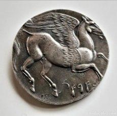 Reproducciones billetes y monedas: MONEDA ANTIGUA GRIEGA PEGASO - 37.MM DIAMETRO. Lote 194590056