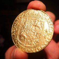 Reproducciones billetes y monedas: GRAN MONEDA CON REY . Lote 195006733