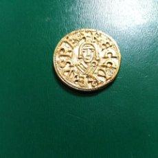 Reproducciones billetes y monedas: BONITA REPLICA DE TREMIS VISIGODO BAÑO DE ORO. LEER DESCRIPCIÓN. Lote 195516878