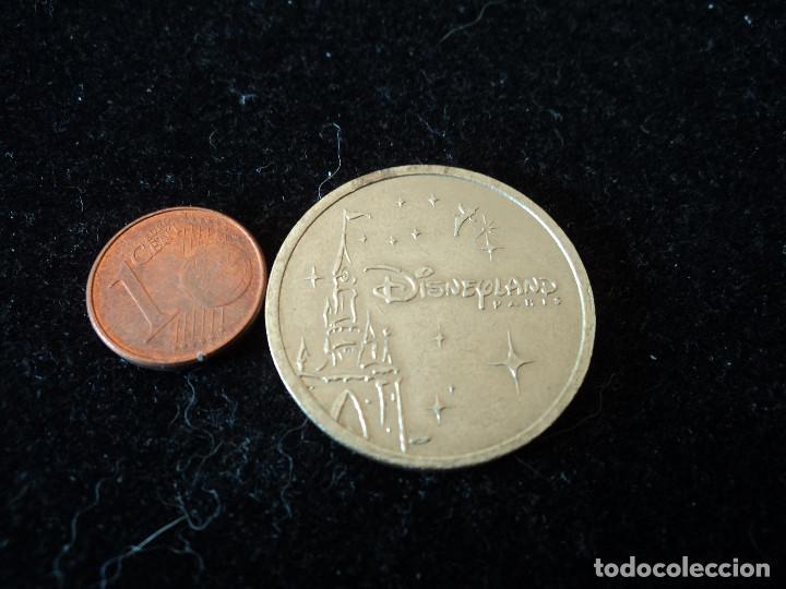 Reproducciones billetes y monedas: moneda disneyland paris - Foto 2 - 200513163