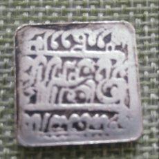 Reproducciones billetes y monedas: MONEDA ANTIGUA, ACABADA EN PLATA VIEJA. INDIA. CUADRADA. REPRODUCCIÓN. Lote 207628171