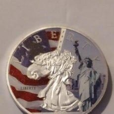 Reproducciones billetes y monedas: 1 ONZA PLATEADA Y COLOREADA DE ESTADOS UNIDOS. Lote 209009516