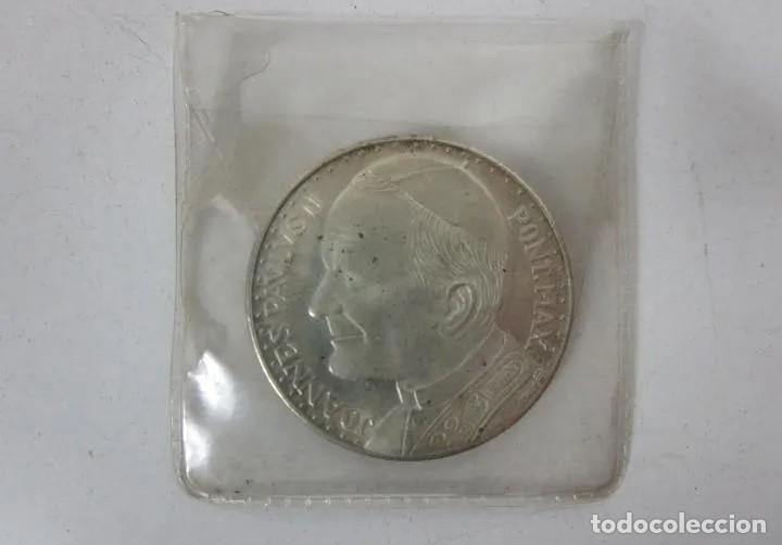 Reproducciones billetes y monedas: MONEDA CONMEMORATIVA BAÑADA EN PLATA: Visita Papa Juan Pablo II a España - Año 1982 - 3,5 CM. - Foto 3 - 214925960