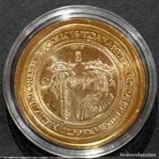 Reproducciones billetes y monedas: BONITA REPRODUCCIÓN MONEDA DE ORO 100 DUCADOS JUANA Y CARLOS ESPAÑA METAL BAÑO DE ORO PURO. Lote 220548025