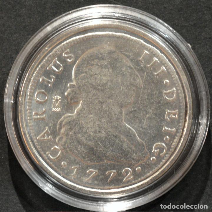 Reproducciones billetes y monedas: REPRODUCCIÓN MONEDA PLATA 8 REALES 1772 MADRID CARLOS III ESPAÑA METAL CON BAÑO DE PLATA PURA - Foto 2 - 220570096