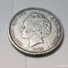 Reproducciones billetes y monedas: MONEDA 5 PESETAS 1892 ALFONSO XIII ESPAÑA REPLICA NO ORIGINAL. Lote 223715070