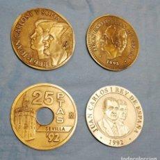 Reproduções notas e moedas: GIGANTES MONEDAS DE JUAN CARLOS I REY DE ESPAÑA 1998,1988, 1992. Lote 225626203