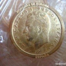 Reproduções notas e moedas: MONEDA REPRODUCCION DE 100 PESETAS DEL REY LOTE DE 100 MONEDAS NUEVAS. Lote 228087330