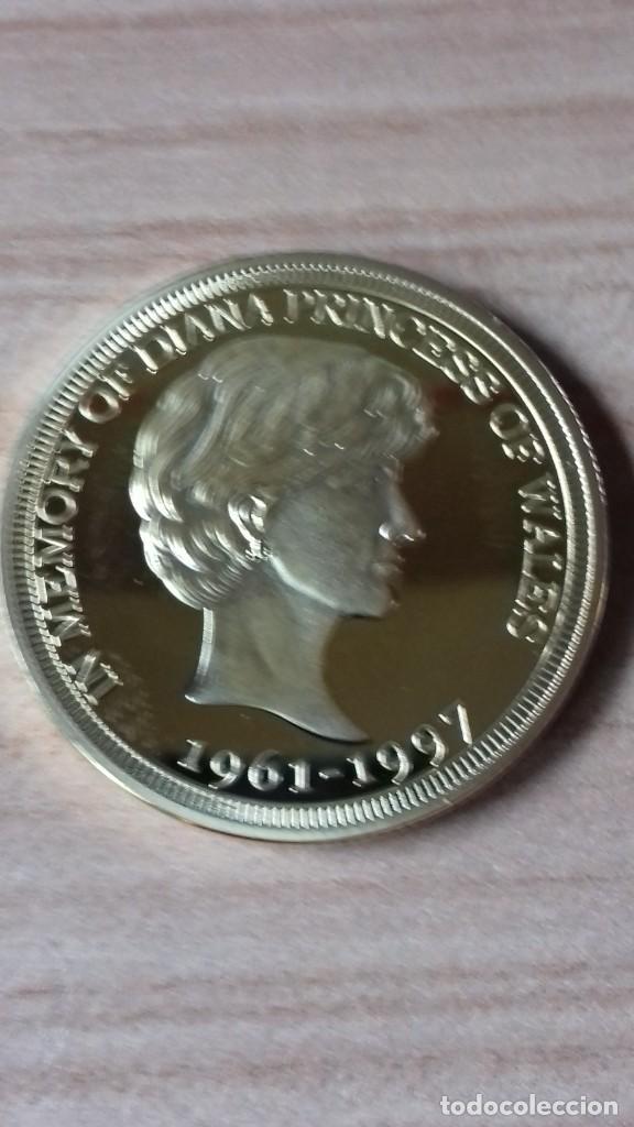 Reproducciones billetes y monedas: Gran medallon de Lady Di chapado en oro - Foto 11 - 231319710