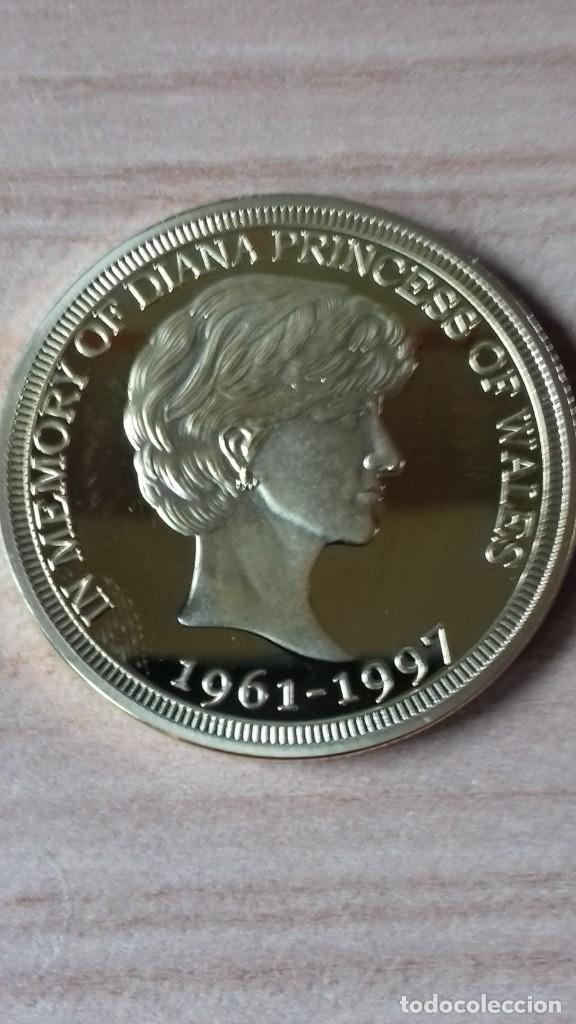 Reproducciones billetes y monedas: Gran medallon de Lady Di chapado en oro - Foto 12 - 231319710