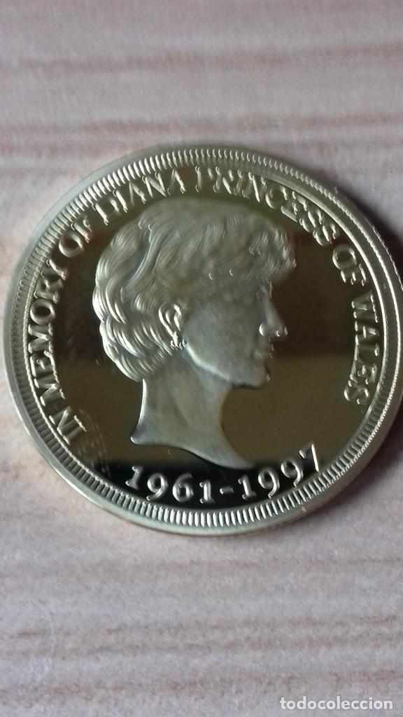 Reproducciones billetes y monedas: Gran medallon de Lady Di chapado en oro - Foto 13 - 231319710