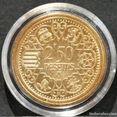 Reproducciones billetes y monedas: BONITA REPRODUCCIÓN MONEDA PRUEBA DE 2,50 PESETAS 1944 FRANCO ESPAÑA METAL BAÑO DE ORO. Lote 231806905