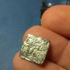 Reproducciones billetes y monedas: MONEDA DIRHEM ALMOHADE 1172 -1228 ,BAÑADA EN PLATA REORODUCCION. Lote 232917790