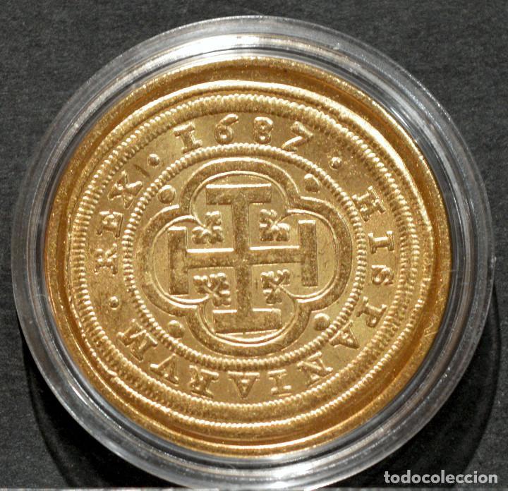 Reproducciones billetes y monedas: REPRODUCCIÓN MONEDA DE ORO 8 ESCUDOS 1687 SEGOVIA CARLOS II METAL CON BAÑO DE ORO PURO - Foto 2 - 244829135