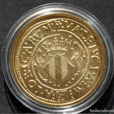 Reproducciones billetes y monedas: BONITA REPRODUCCIÓN MONEDA DE ORO 4 DUCADOS VALENCIA CARLOS I ESPAÑA METAL BAÑO DE ORO. Lote 245154995