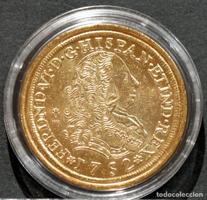 REPRODUCCIÓN MONEDA DE ORO 8 ESCUDOS 1752 LIMA FERNANDO VI METAL CON BAÑO DE ORO PURO (Numismática - Reproducciones)