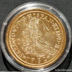 Reproducciones billetes y monedas: REPRODUCCIÓN MONEDA DE ORO 8 ESCUDOS 1752 LIMA FERNANDO VI METAL CON BAÑO DE ORO PURO. Lote 245155690