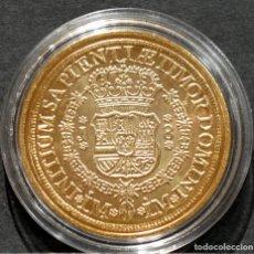 Reproducciones billetes y monedas: REPRODUCCIÓN MONEDA DE ORO 8 ESCUDOS 1752 LIMA FERNANDO VI METAL CON BAÑO DE ORO PURO. Lote 245155760