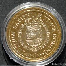 Reproducciones billetes y monedas: BONITA REPRODUCCIÓN MONEDA DE ORO 8 ESCUDOS 1729 SEVILLA FELIPE V ESPAÑA METAL BAÑO DE ORO. Lote 245155990