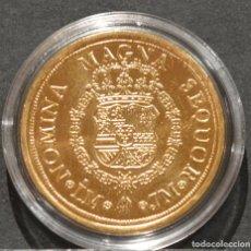 Reproducciones billetes y monedas: REPRODUCCIÓN MONEDA DE ORO 8 ESCUDOS 1762 LIMA CARLOS III METAL CON BAÑO DE ORO PURO. Lote 245156430
