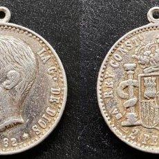 Reproducciones billetes y monedas: MEDALLA SIMULANDO MONEDA 2 PTAS. ALFONSO XII - 1882. Lote 246910295