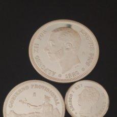 Reproducciones billetes y monedas: LOTE DE TRES MONEDAS DE PLATA 925 - 47,5GR., REPRODUCCIÓNES DE LA FNMT. HISTORIA DE LA PESETA.. Lote 252623495
