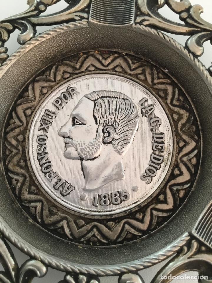 Reproducciones billetes y monedas: Alfonso XIII Moneda Cenicero Metal - Foto 4 - 253352190