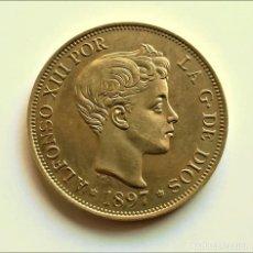 Reproducciones billetes y monedas: ESPAÑA 100 PESETAS 1897 ALFONSO XIII - 20.44.GRAMOS - 35.MM DIAMETRO (ALEACION DE METALES VARIOS). Lote 257844045