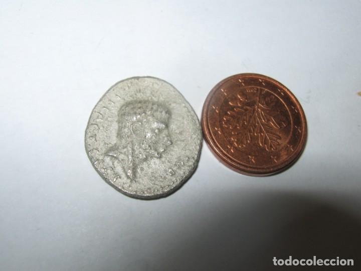 BRUTO. FINALES DE VERANO-OTOÑO 42 A. C. AR DENARIO -17 MM, 2,8 GR: (Numismática - Reproducciones)