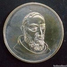 Reproducciones billetes y monedas: MONEDA PADRE PÍO MILÁN VER FOTO. Lote 260280805