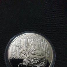 Reproducciones billetes y monedas: MONEDA PANDA BAOBAO. Lote 263611215