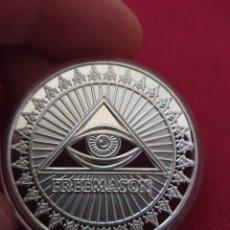 Reproducciones billetes y monedas: MONEDA ONZA FRANCMASONICA. Lote 275730153