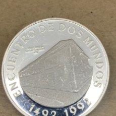 Reproducciones billetes y monedas: MONEDA DE PLATA CONMEMORATIVA 10000PESOS 1492 1992. Lote 278349563