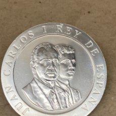 Reproducciones billetes y monedas: MONEDA DE PLATA CONMEMORATIVA 2000 PESETAS 1990. Lote 278350953