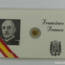 Reproductions billets et monnaies: CARNET DE FRANCISCO FRANCO ESPAÑA 1966, CON MONEDITA BAÑADA EN ORO DE 100 PESETAS. Lote 285399943