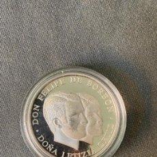 Reproducciones billetes y monedas: MEDALLA DE PLATA 999 , BODA REAL , DE ACUÑACIONES IBERICAS ,. Lote 289821343