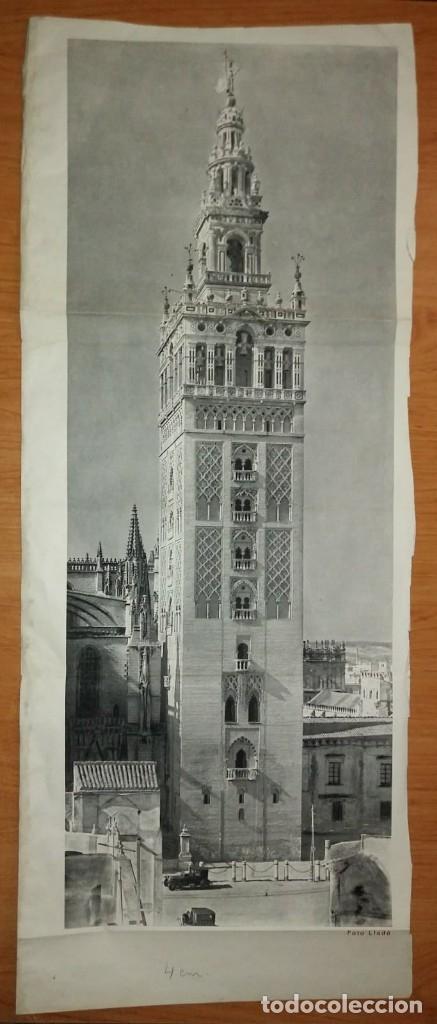 Coleccionismo de carteles: La Giralda. Sevilla. Antigua reproducción desplegable con coches de época. Foto Llado 85,5x34cm - Foto 5 - 118266491