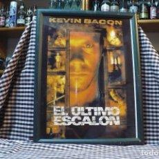 Coleccionismo de carteles: DE LA PELICULA EL ULTIMO ESCALON, KEVIN BACON, CARTEL CON MARCO Y CRISTAL, 43 CM X 33,5 CM. Lote 182923800