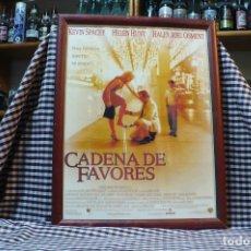 Coleccionismo de carteles: DE LA PELICULA, CADENA DE FAVORES, KEVIN SPACEY, CARTEL CON MARCO Y CRISTAL, 43 CM X 33,5 CM. Lote 182924420