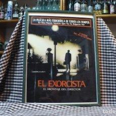 Coleccionismo de carteles: DE LA PELICULA EL EXORCISTA EL MONTAJE DEL DIRECTOR, CARTEL CON MARCO Y CRISTAL, 42 CM X 32 CM. Lote 182927003