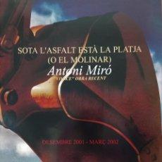 Coleccionismo de carteles: ANTONI MIRÓ SOTA L´ASFALT ESTÀ LA PLATJA EL MOLINARI CARTEL ORIGINAL ESCOLA POLITÈCNICA ALCOI OVIDI . Lote 194878640
