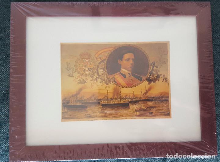 CUADRO CON LAMINA QUE REPRODUCE AL REY DE ESPAÑA ALFONSO XIII Y BUQUES DE LA ARMADA ESPAÑOLA (Coleccionismo - Reproducciones de carteles)